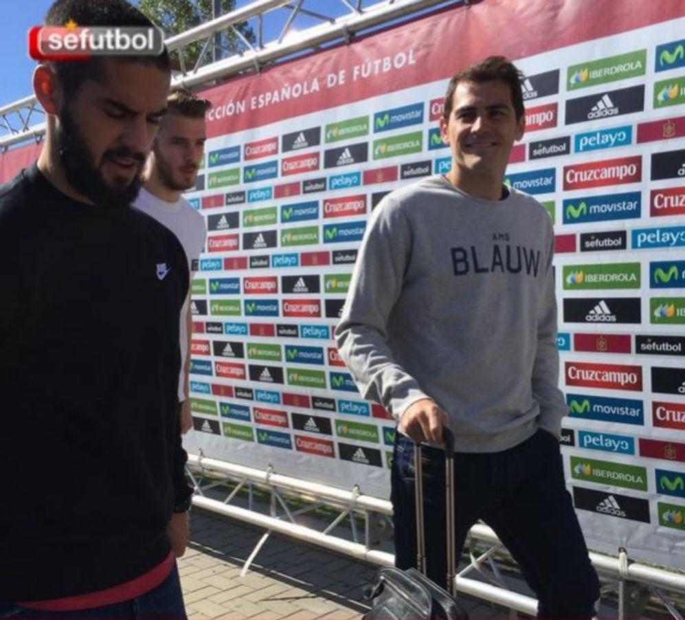 Isco, Casillas y De Gea a su llegada a la concentración