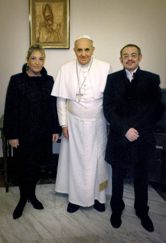 Diego Neria y su novia, Macarena, recibidos por el Papa Francisco en...