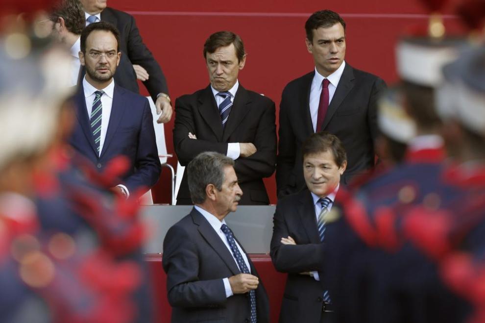 Rafael Hernando (arriba en el centro de la imagen), en un momento del...