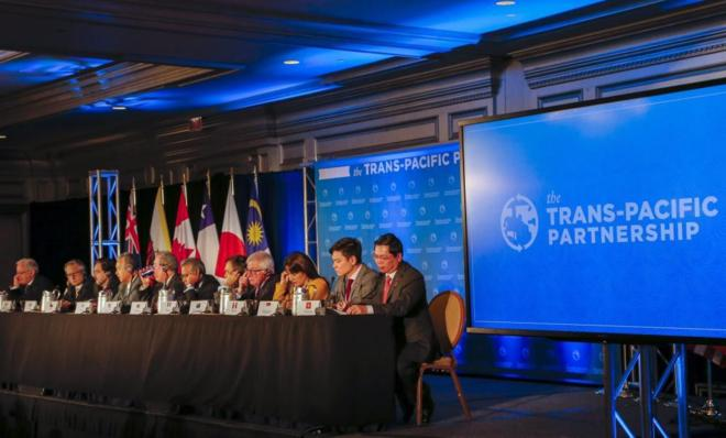Los representantes de doce países del Pacífico, incluyendo  Estados...