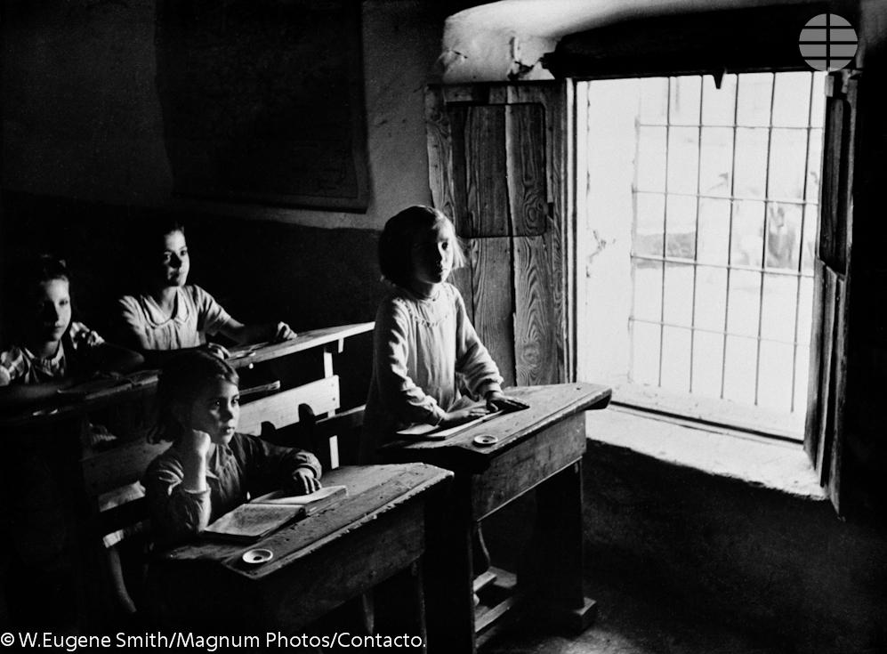 El colegio del pueblo. La escuela tiene cuatro clases y a ellas acuden en invierno alrededor de 300 niños y niñas de entre 6 y 14 años.