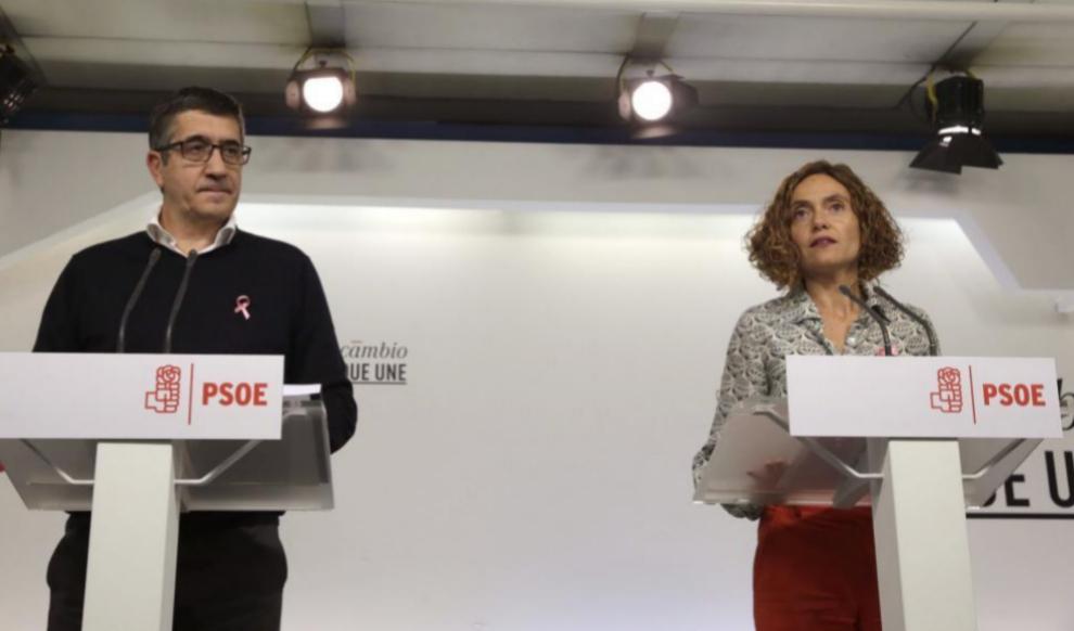 Patxi López y Meritxell Batet, durante la presentación del documento...