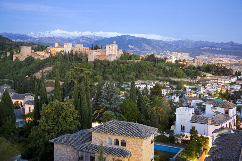 """De barrio. """"Soy de Granada, hijo de un onubense y una marroquí...."""