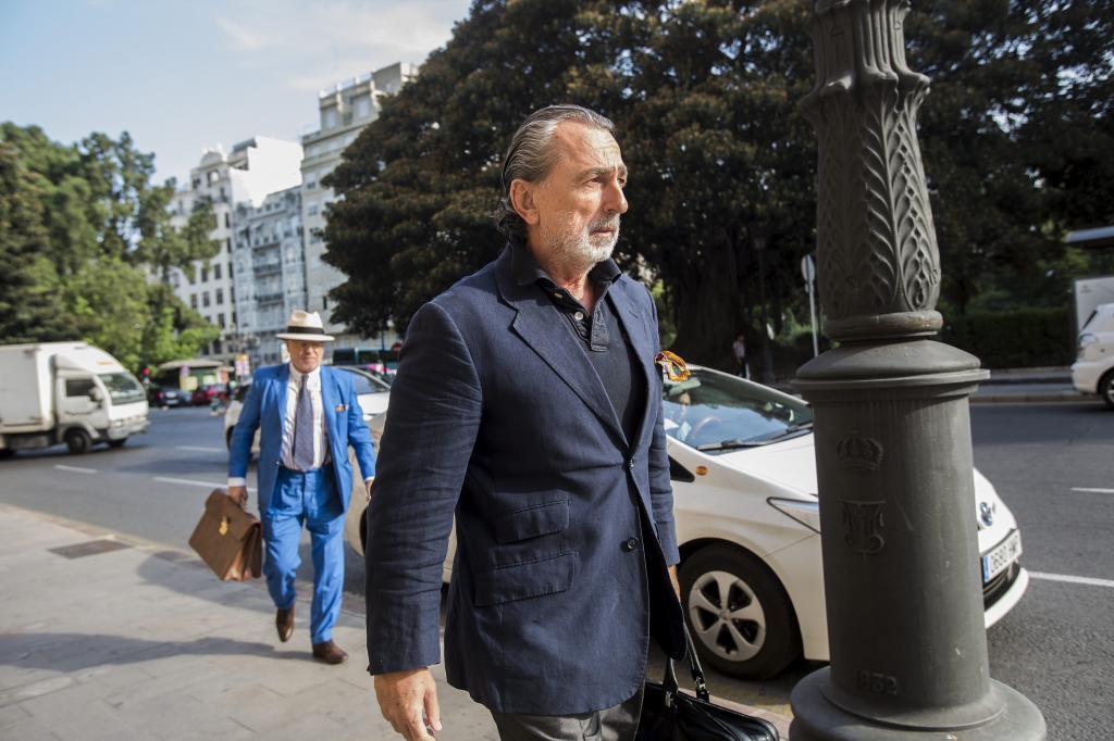 Francisco Correa, de camino a un juicio en Valencia.