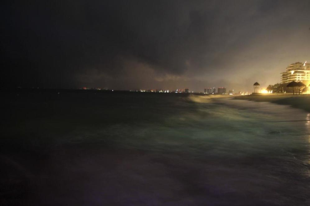 La ciudad de Puerto Vallarta durante el paso del huracán Patricia.