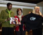 Donna Barrett, la abogada Gloria Allred y Dottye en la rueda de prensa...