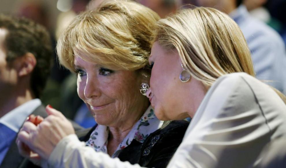 Esperanza Aguirre (i) y Cristina Cifuentes, esta mañana en el acto...