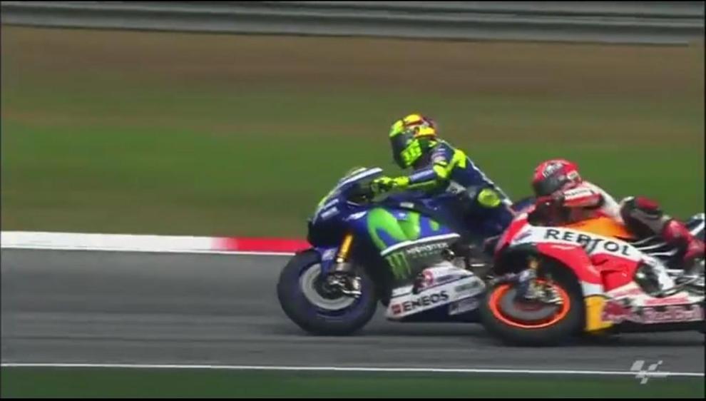 Tras choque con Márquez, Rossi asegura que ha ido a por