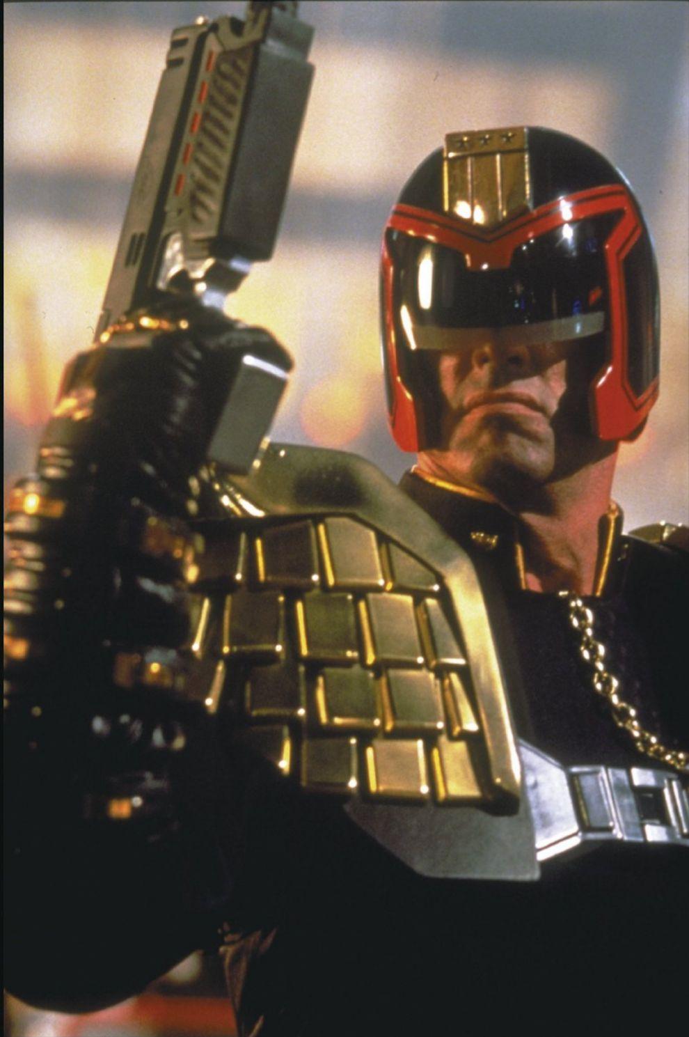 Joseph Dredd, Silvester Stallone en 'Juez Dredd' (1995). Año 2139. La...