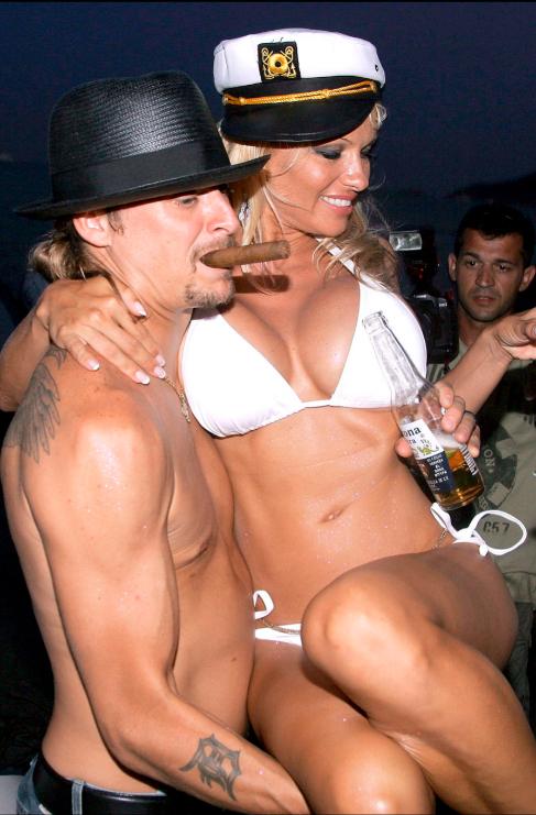 <strong>Pamela Anderson y Kid Rock.</strong> Pasar un año eligiendo...