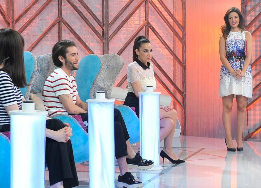 Marta Torné, presentadora de 'Cámbiame', con los estilistas Cristina...