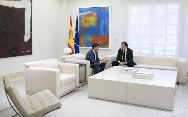Mariano Rajoy, durante la recepción a Albert Rivera, presidente de...