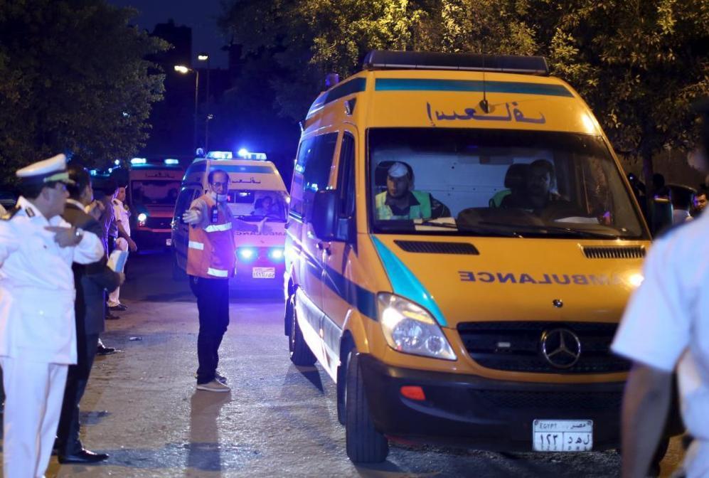 La policía despeja las calles para facilitar el paso de las...