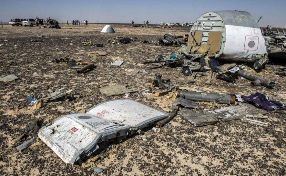Restos de fuselaje del avión accidentado en Egipto.