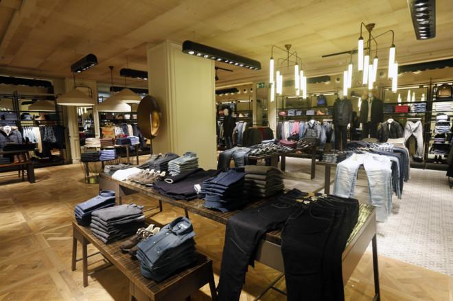 Interior de la tienda renovada de Cortefiel de la calle de Goya, en...