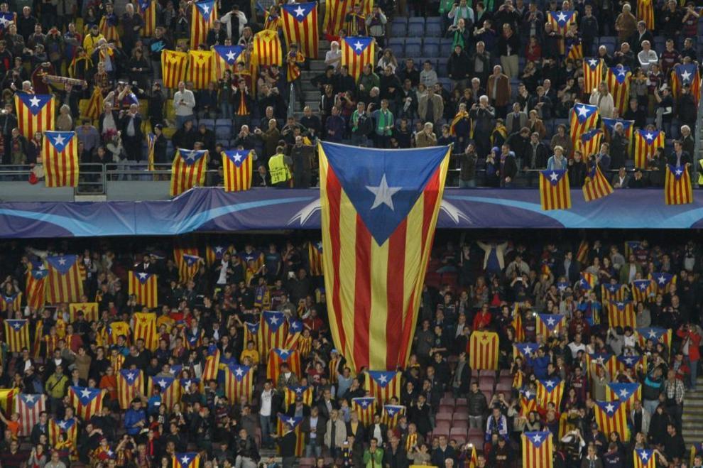 Banderas con la estelada en la grada del Camp Nou. Quique García.EFE 9cfa32571a2