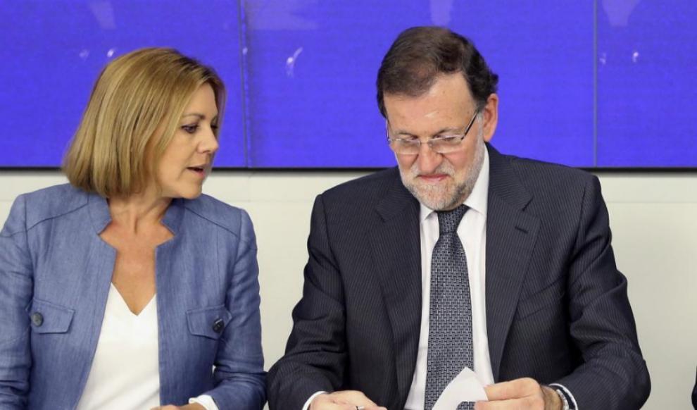 María Dolores de Cospedal y Mariano Rajoy, en una reunión de la...