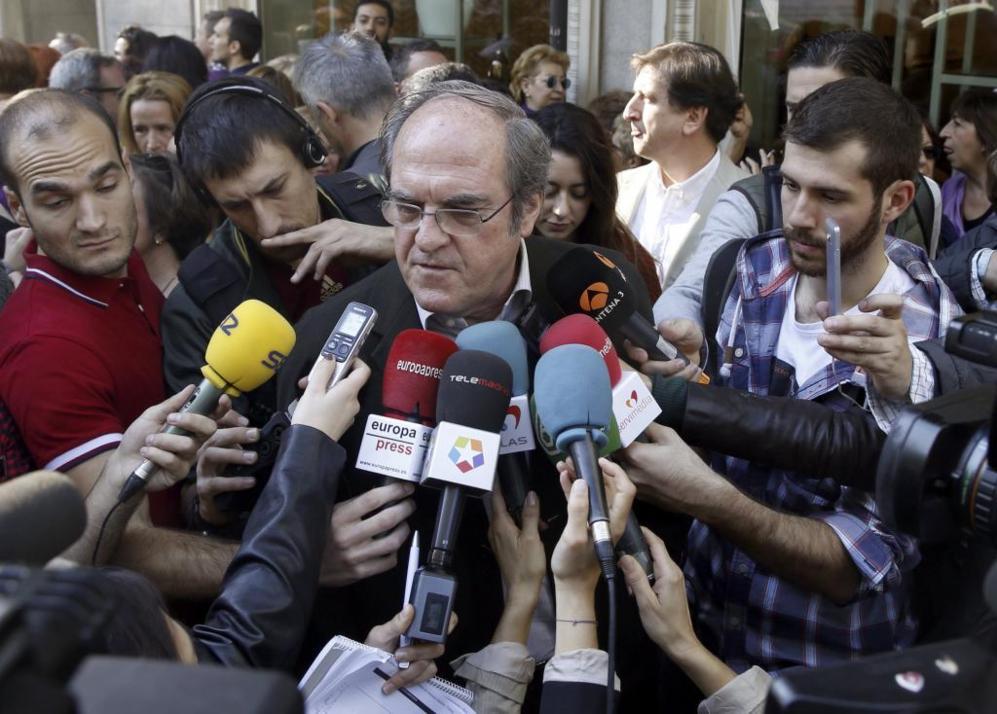 Ángel Gabilondo es el representante del PSOE en la manifestación...