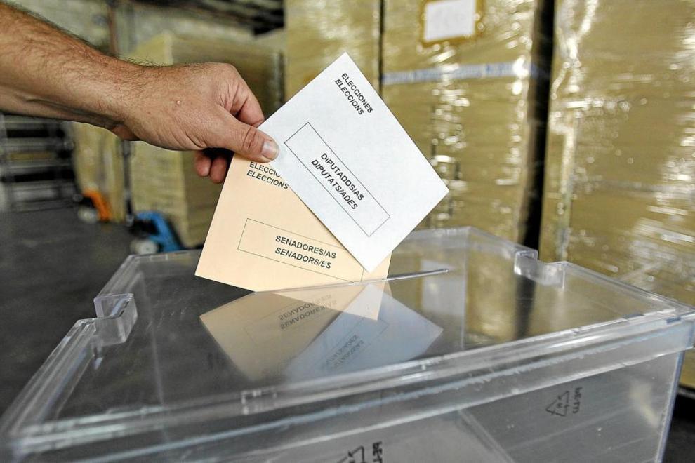 Sobres de las elecciones generales de 2011.