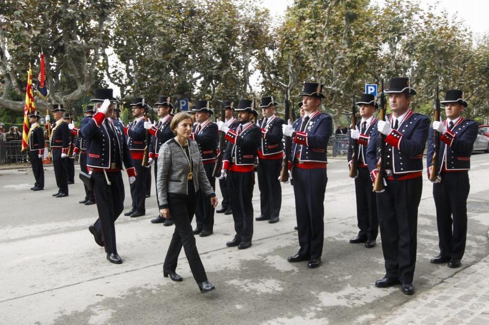 Carmen Forcadell pasa revista a la formación de los Mossos d'Esquadra...