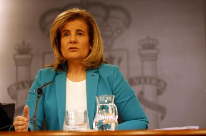 La ministra de Empleo, Fátima Báñez, tras el Consejo de Ministros