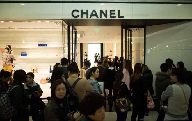 Entrada a un establecimiento de la casa francesa Chanel en Shanghai