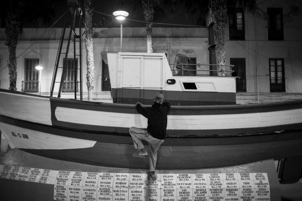 Los niños de la calle son una quinta parte de los 500 menores magrebíes que tutela la Ciudad Autónoma en sus centros de acogida. La cifra desborda los recursos limitados de la Administración melillense, que pide que se reactive el convenio entre España y Marruecos para repatriar a los menores «de una manera ordenada, controlada y con las garantías necesarias de protección».