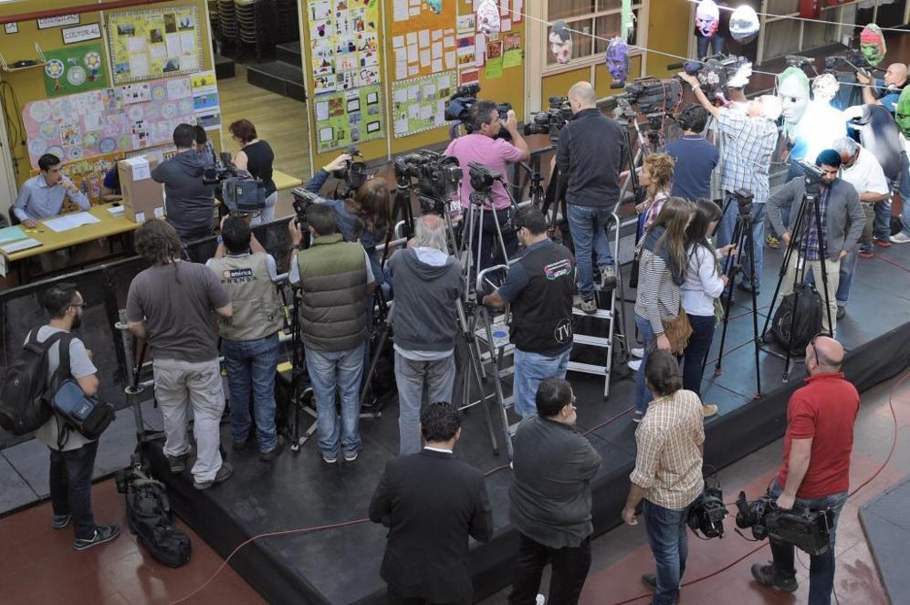 Máxima expectación de los medios para la llegada de Mauricio Macri,...