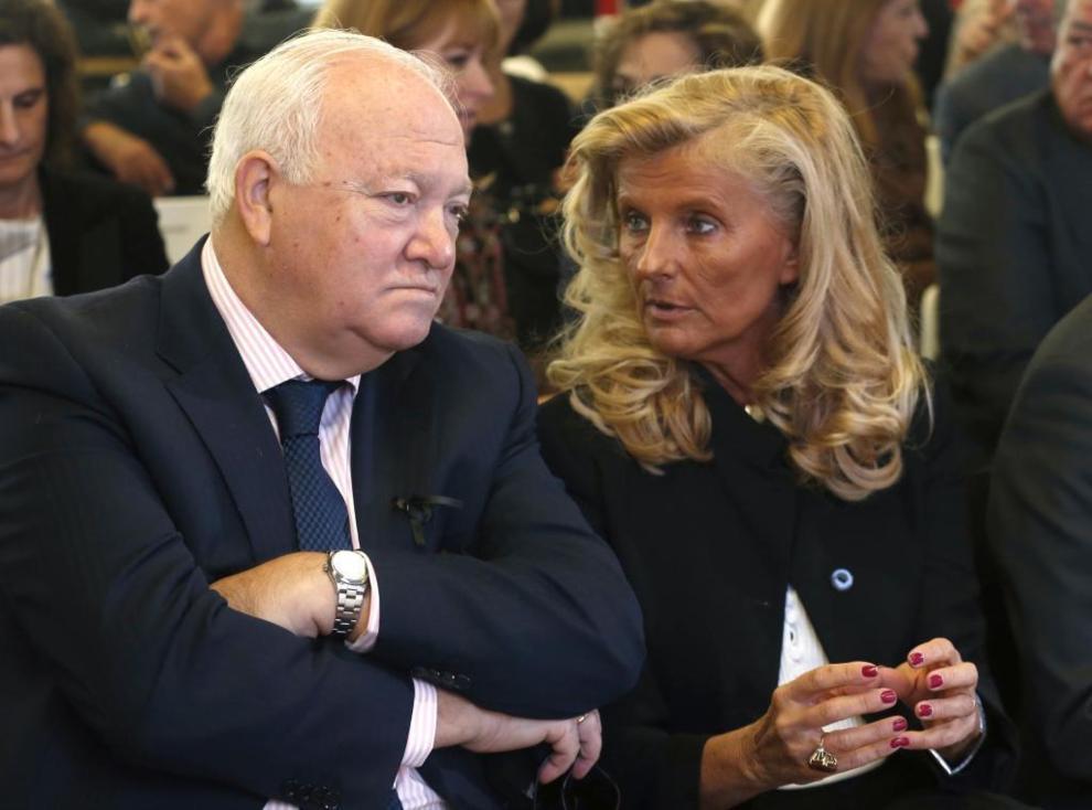 El ex ministro Miguel ángel Moratinos y la ex ministra Isabel Tocino...