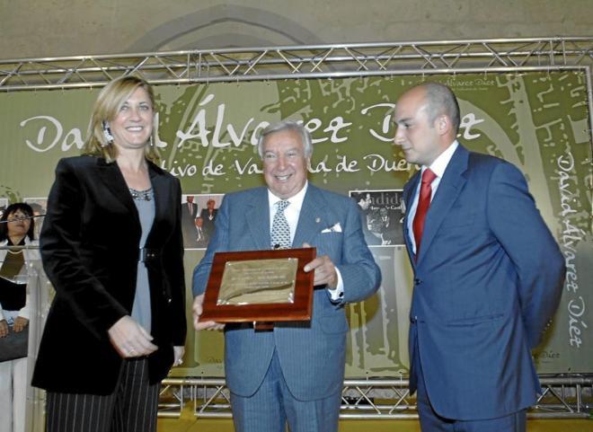 Nombramiento de hijo adoptivo de Valbuena a David Álvarez,...
