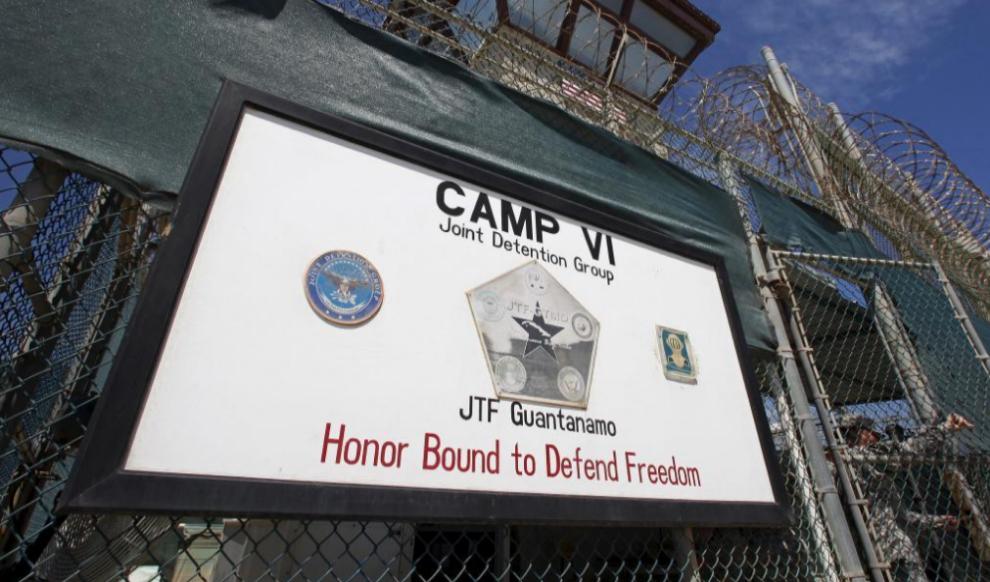 Entrada al campo VI de la prisión de Guantánamo.