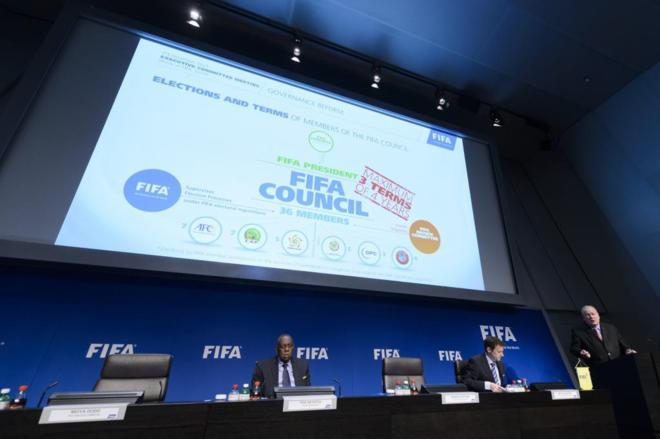 Issa Hayatou, presidente de la FIFA, durante el Comité Ejecutivo.