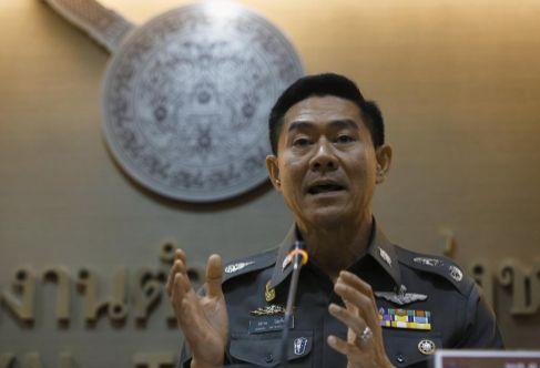 El portavoz de la policía tailandesa Songpol Wattanachai durante la...