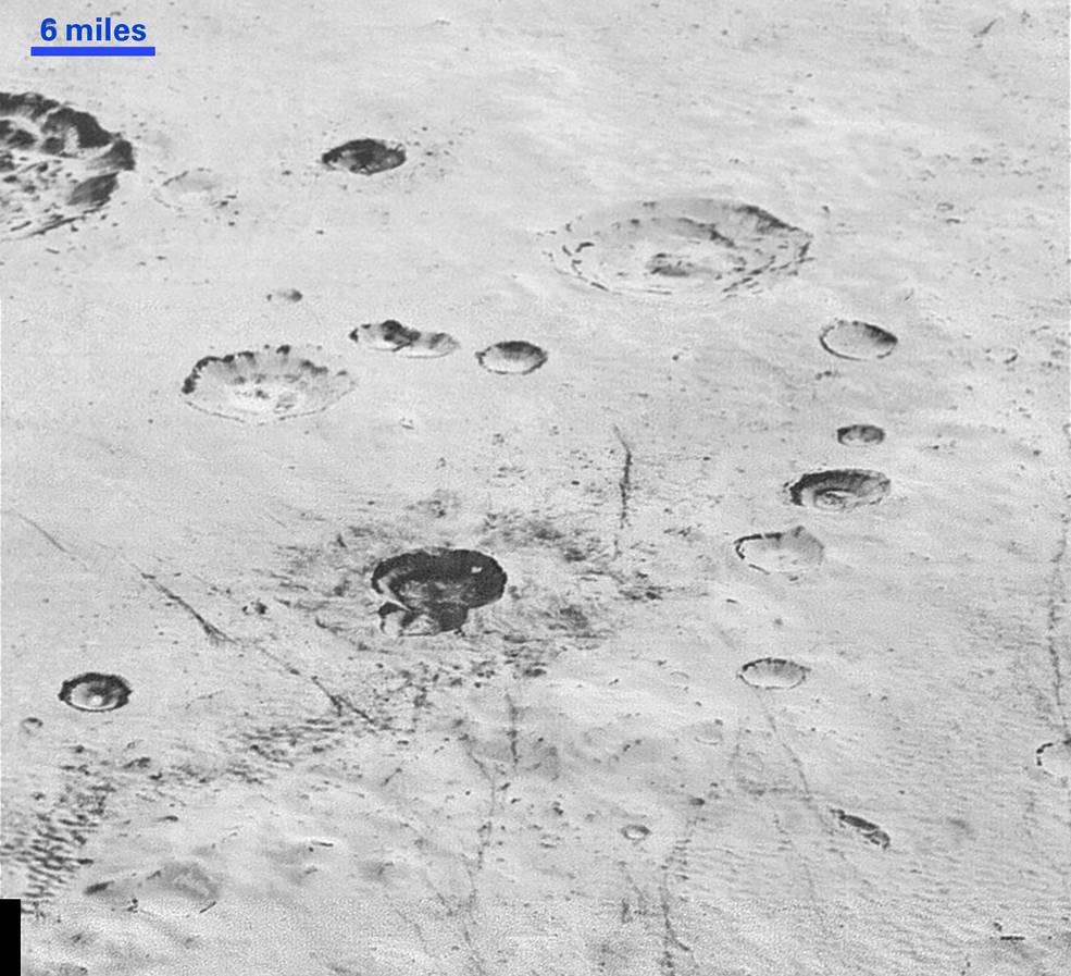 Cráteres y planicies heladas.