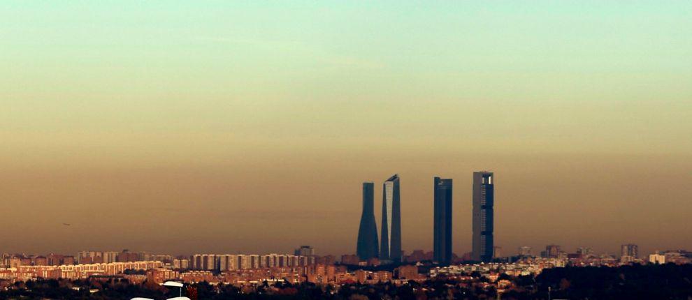 Imagen de la boina de contaminación sobre Madrid. JAVIER BARBANCHO 582bd5d494c