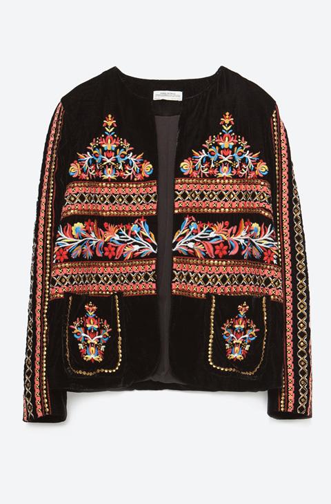 Letizia y las chaquetas étnicas de Zara en las que invertir 79 euros - Que  a la Reina de España le gusta lucir de vez en...  e10f4629410f