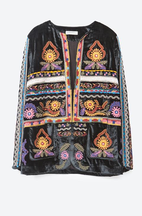 7463c319a33d5 Letizia y las chaquetas étnicas de Zara en las que invertir 79 euros - Que  a la Reina de España le gusta lucir de vez en...