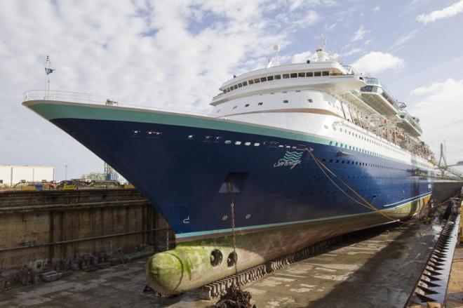 El buque 'Sovereign' en el dique seco de los astilleros de Cádiz