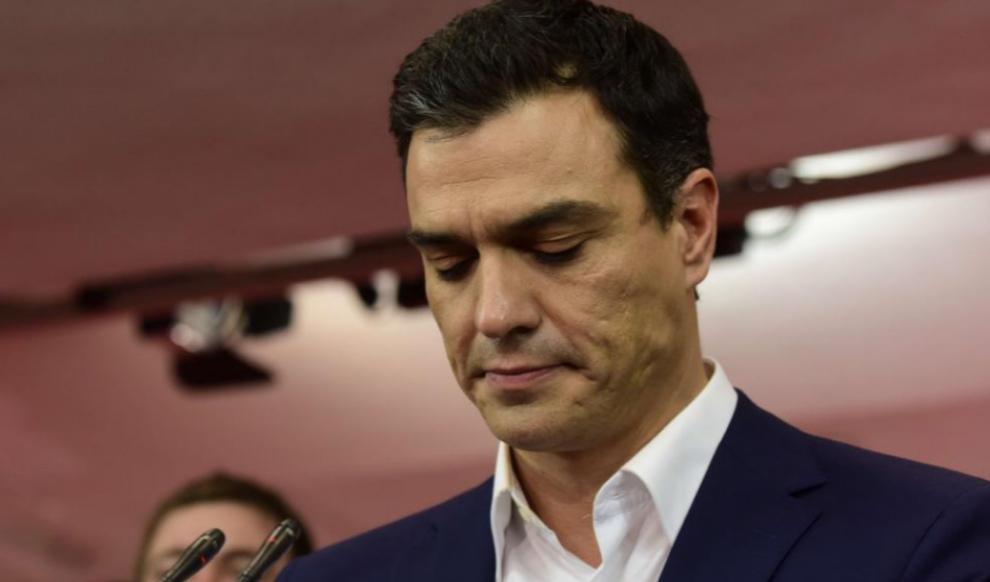 Pedro Sánchez, en rueda de prensa en la sede de Ferraz tras conocer...