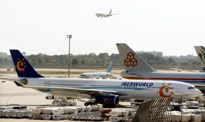 Uno de los aviones de Iberworld en el aeropuerto de Barajas