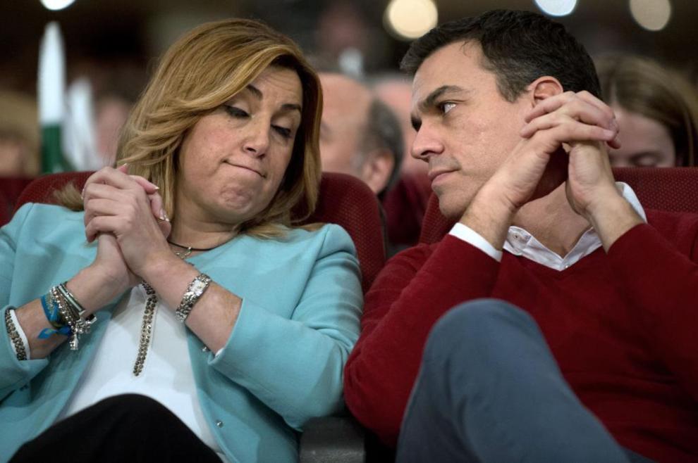 La presidenta de la Junta de Andalucía, Susana Díaz, junto a Pedro...