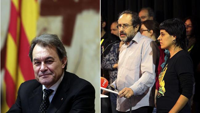 Artur Mas (izq.) y Antonio Baños y Anna Gabriel, dos de los máximos...