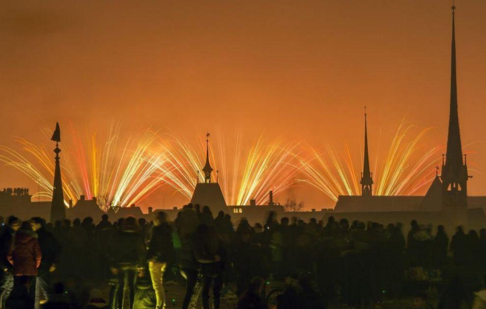 Fuegos artificiales en Zúrich en las celebraciones de Año Nuevo.