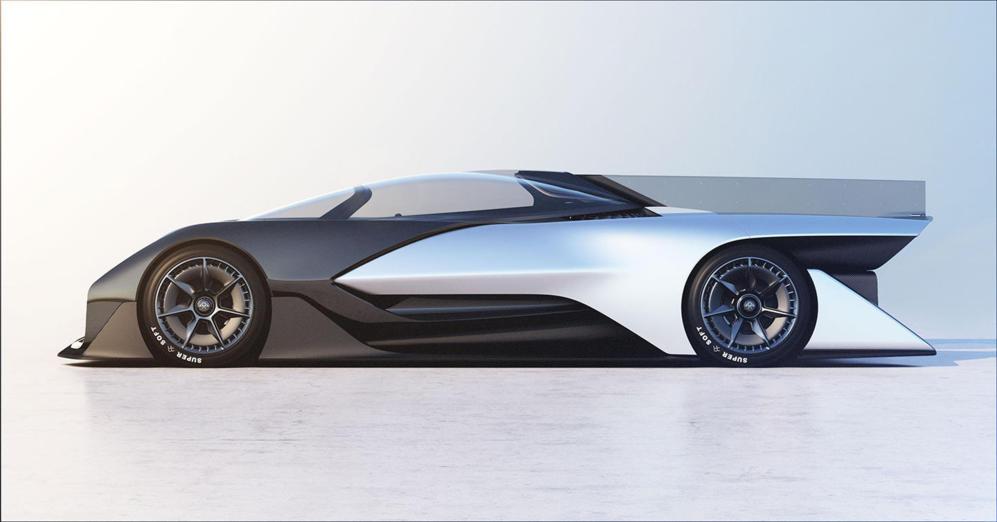 <strong>FARADAY FUTURE FFZERO1. </STRONG> El mundo del motor sigue estrechando lazos con el de la electrónica de consumo, y un año más los pabellones del CES han acogido algunos de los principales fabricantes de automóviles. Este espectacular prototipo de Faraday Future es completamente eléctrico, pasa de cero a 100 km/h en menos de tres segundos y puede alcanzar los 321 Km/h.