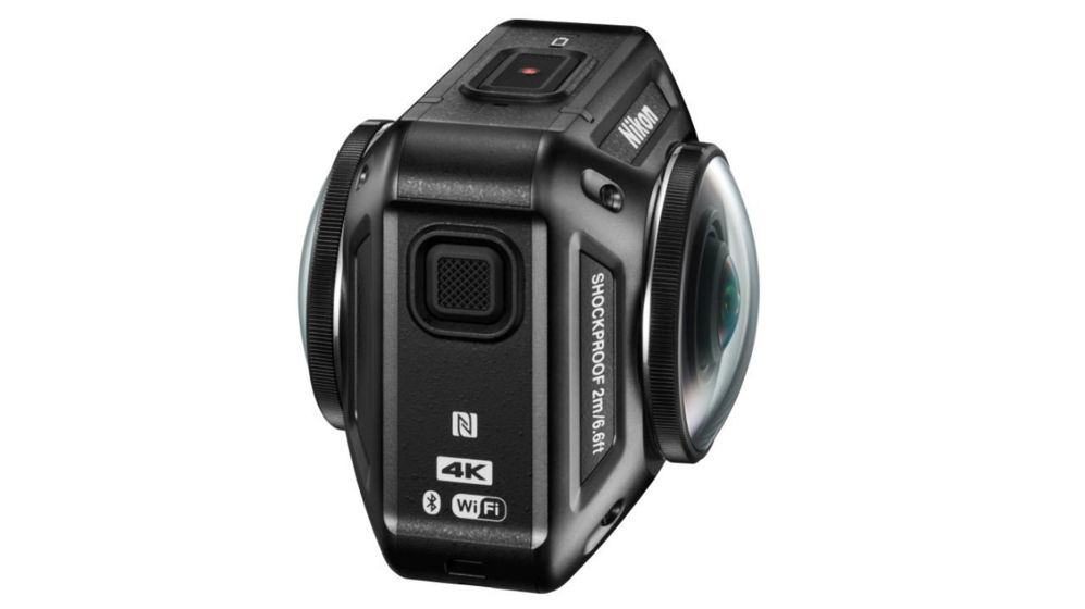 <STRONG>NIKON KEYMISSION 360.</STRONG> Este año, muchas de las cámaras de acción apostarán por el vídeo en 360 grados, películas que muestran la acción circundante en vez de mostrar lo que sucede sólo delante del objetivo. Ésta de Nikon tiene el mismo tamaño que una cámara tipo GoPro y puede sumergirse hasta 30 metros.