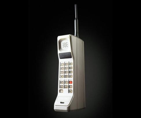 DynaTAC, de Motorola, el primer teléfono móvil. Por supuesto, era...