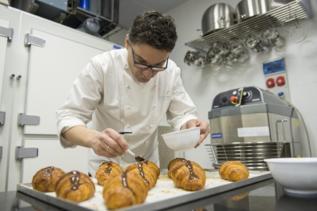 El pastelero Oriol Balaguer en La Duquesita.