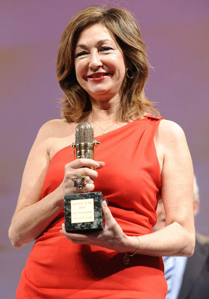 En 2011, fue galardonada en los premios Micrófonos de Oro.