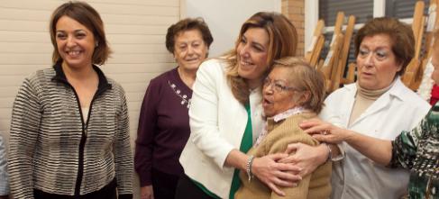 Susana Díaz visita un centro en Córdoba.
