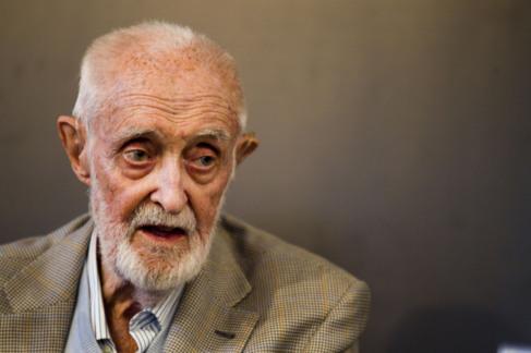 El escritor José Luis Sampedro.